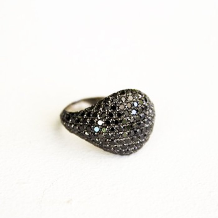 טבעת זרת יהלומים שחורים