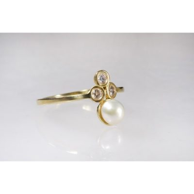 טבעת אירוסין פנינה ויהלומים