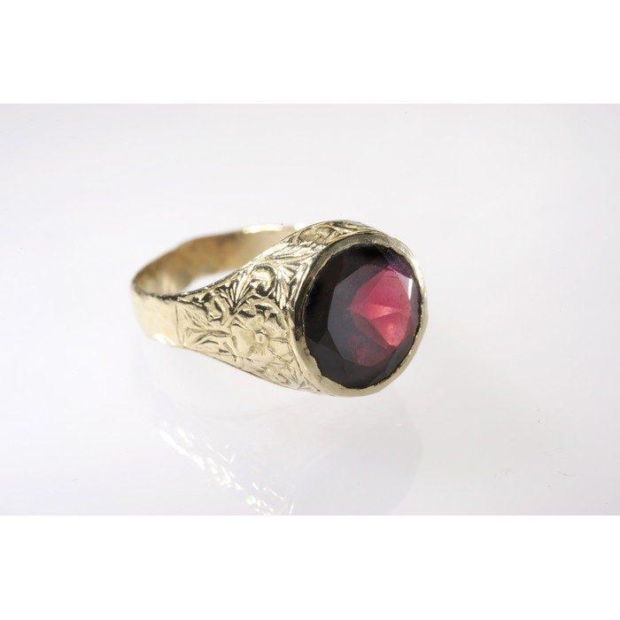 טבעת זהב לזרת משובצת באבן גרנט