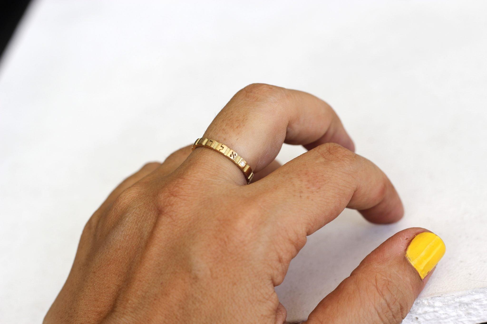 טבעת חריטה אישית זהב צהוב