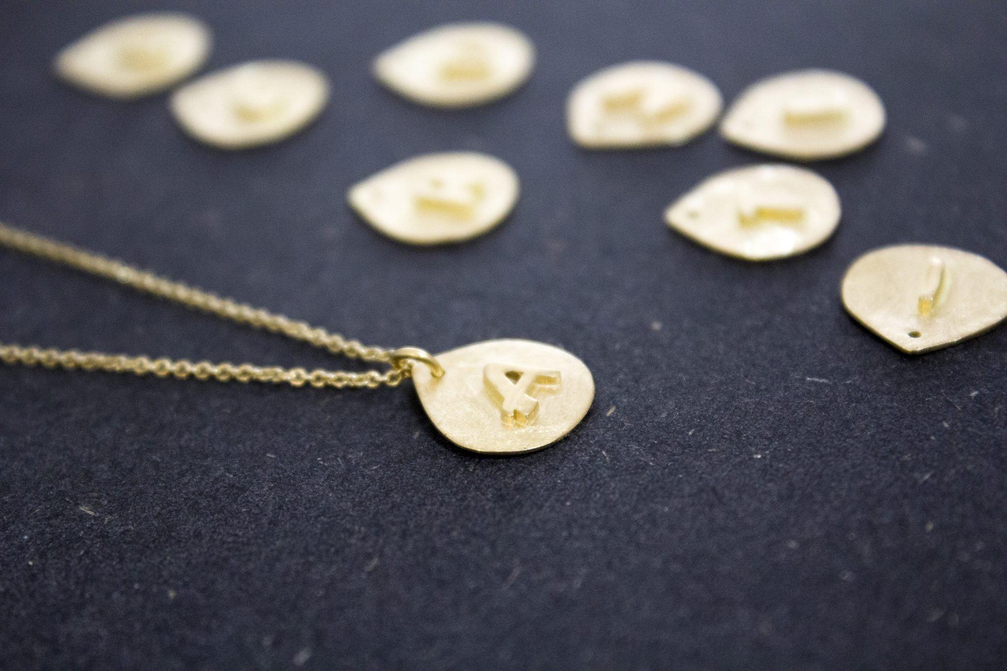 שרשרת זהב עם שמות הילדים