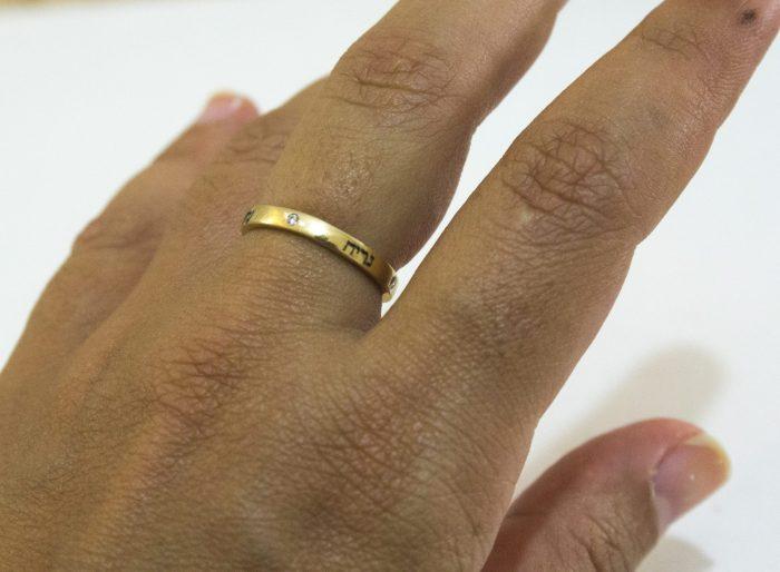 טבעת זהב עדינה עם יהלומים