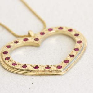 תליון זהב ורובי בצורת לב במיוחד ליום האהבה