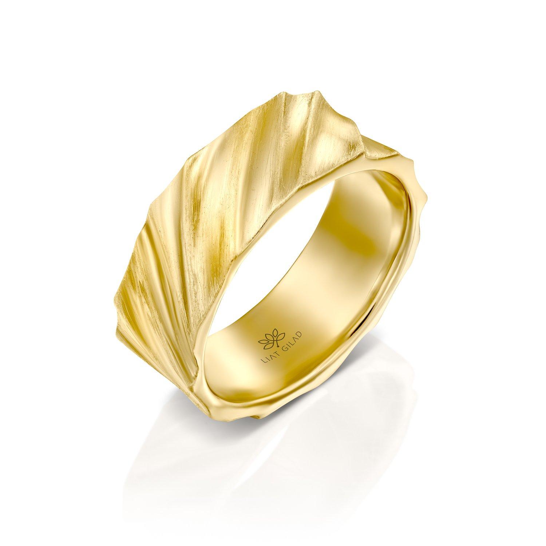טבעת נישואים רחבה