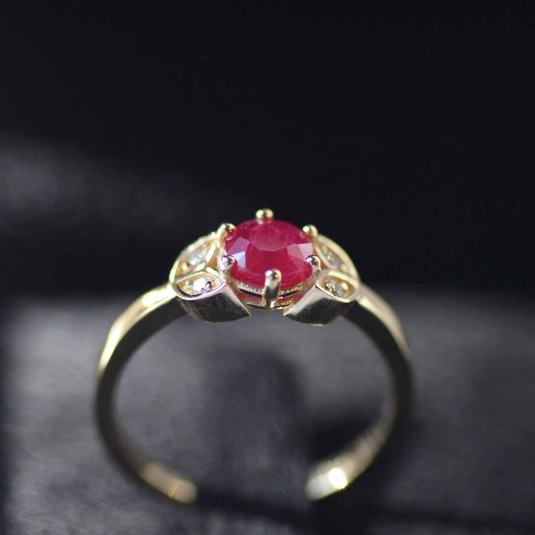 טבעת פלורי - טבעת עם אבן רובי