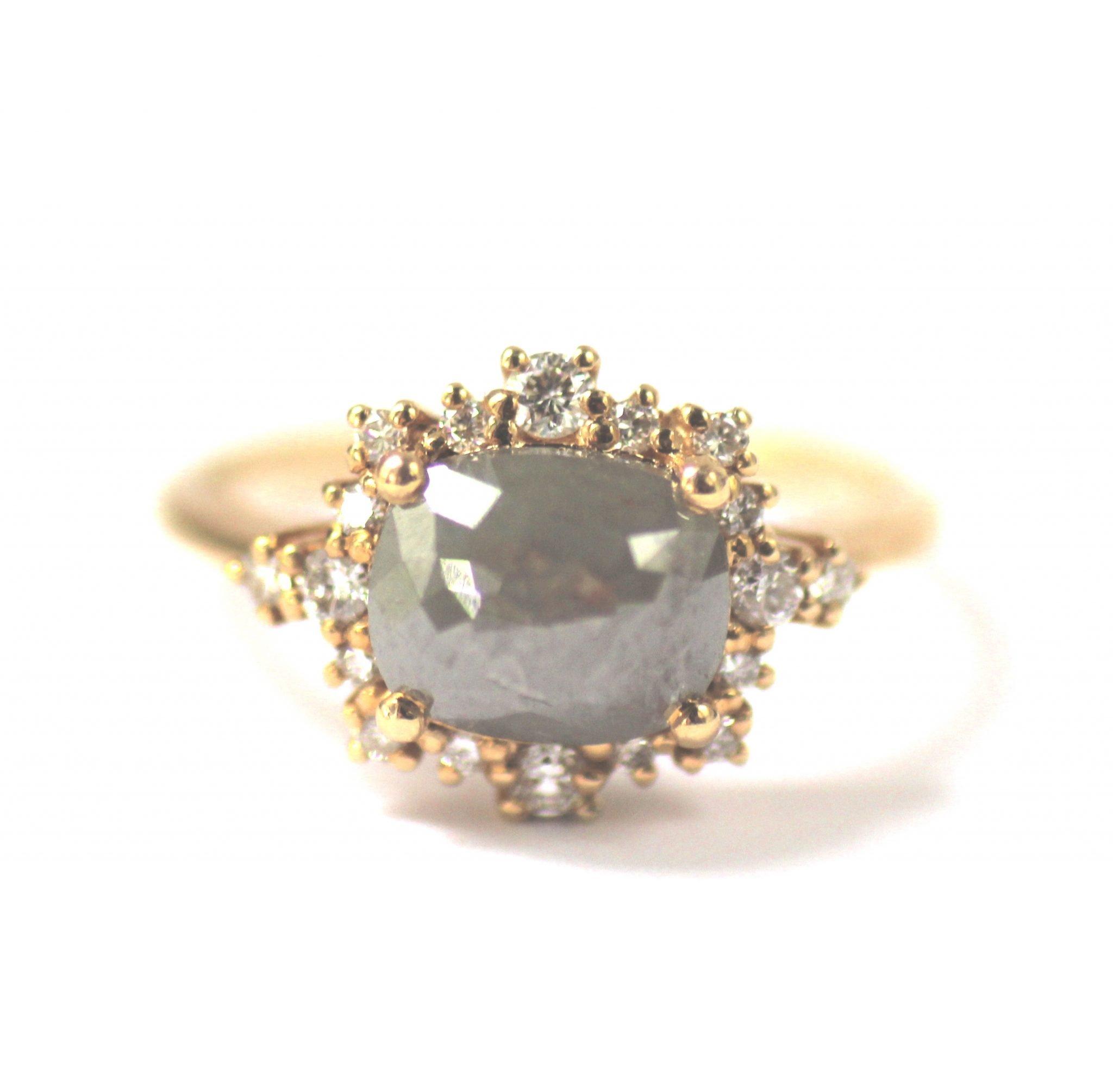 טבעת עם יהלום אפור