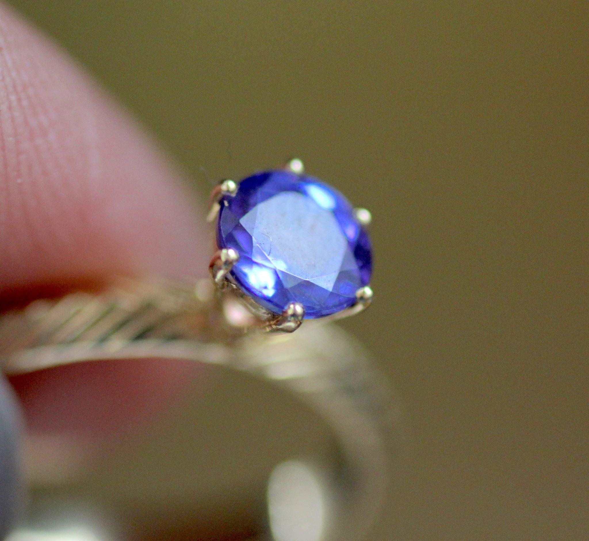 טבעת עם אבן כחולה. טנזנייט