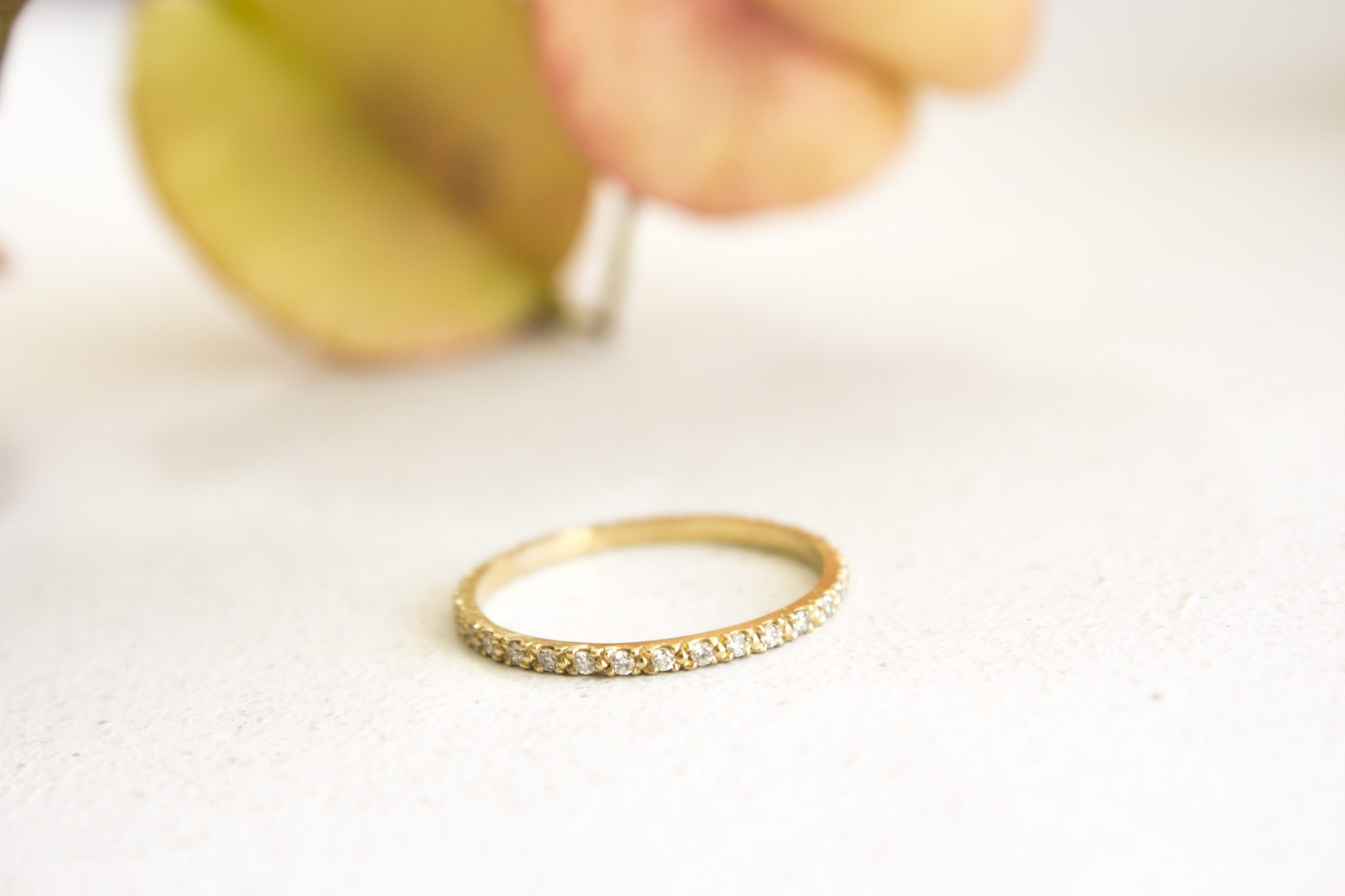 טבעת יהלומים דקה