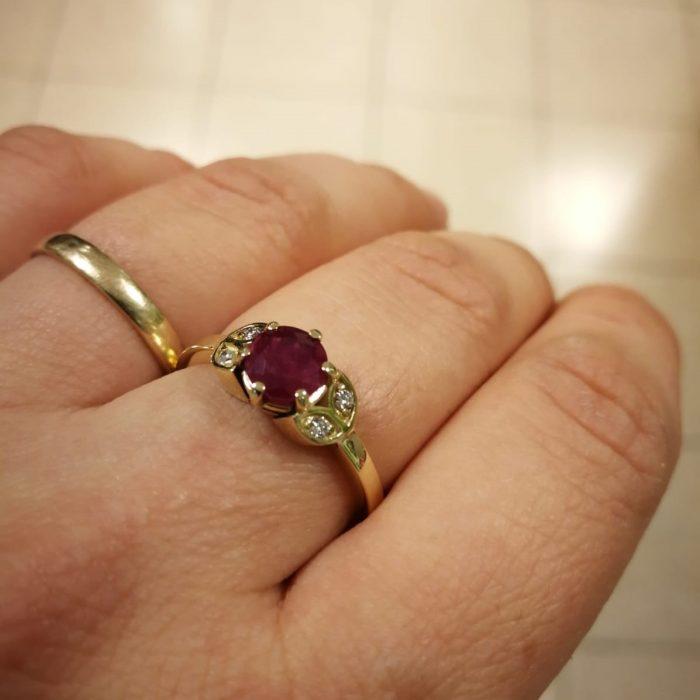 טבעת עם אבן רובי