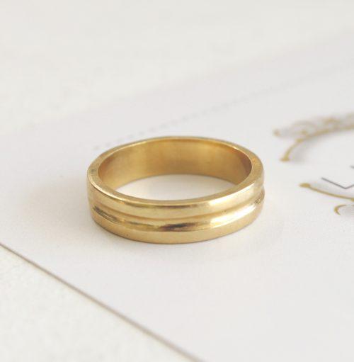 טבעת נישואין רחבה לאישה