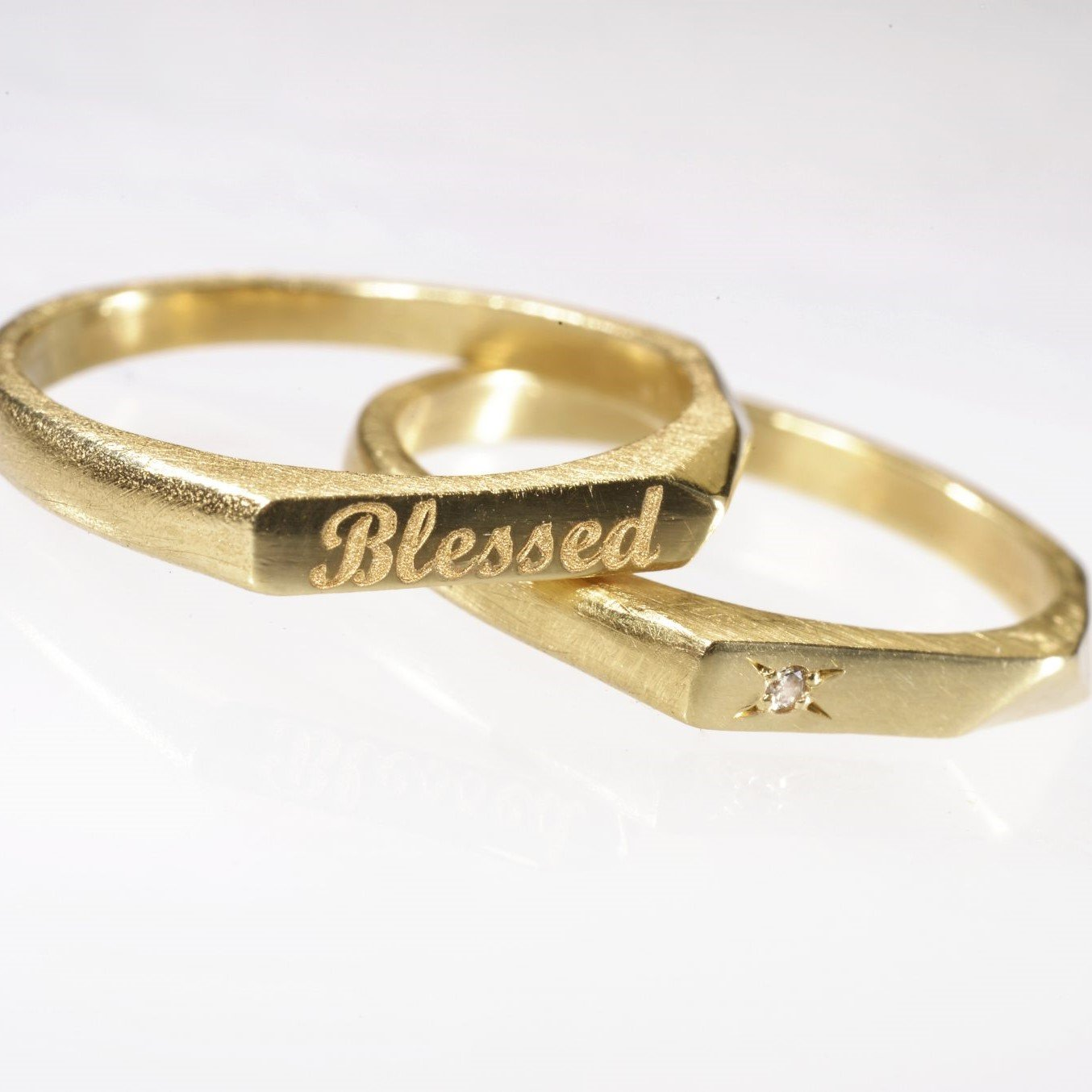 טבעת זהב עם חריטה אישית