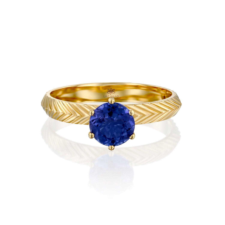 טבעת עם אבן כחולה
