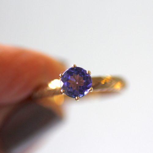 טבעת עם אבן כחולה, טנזייט
