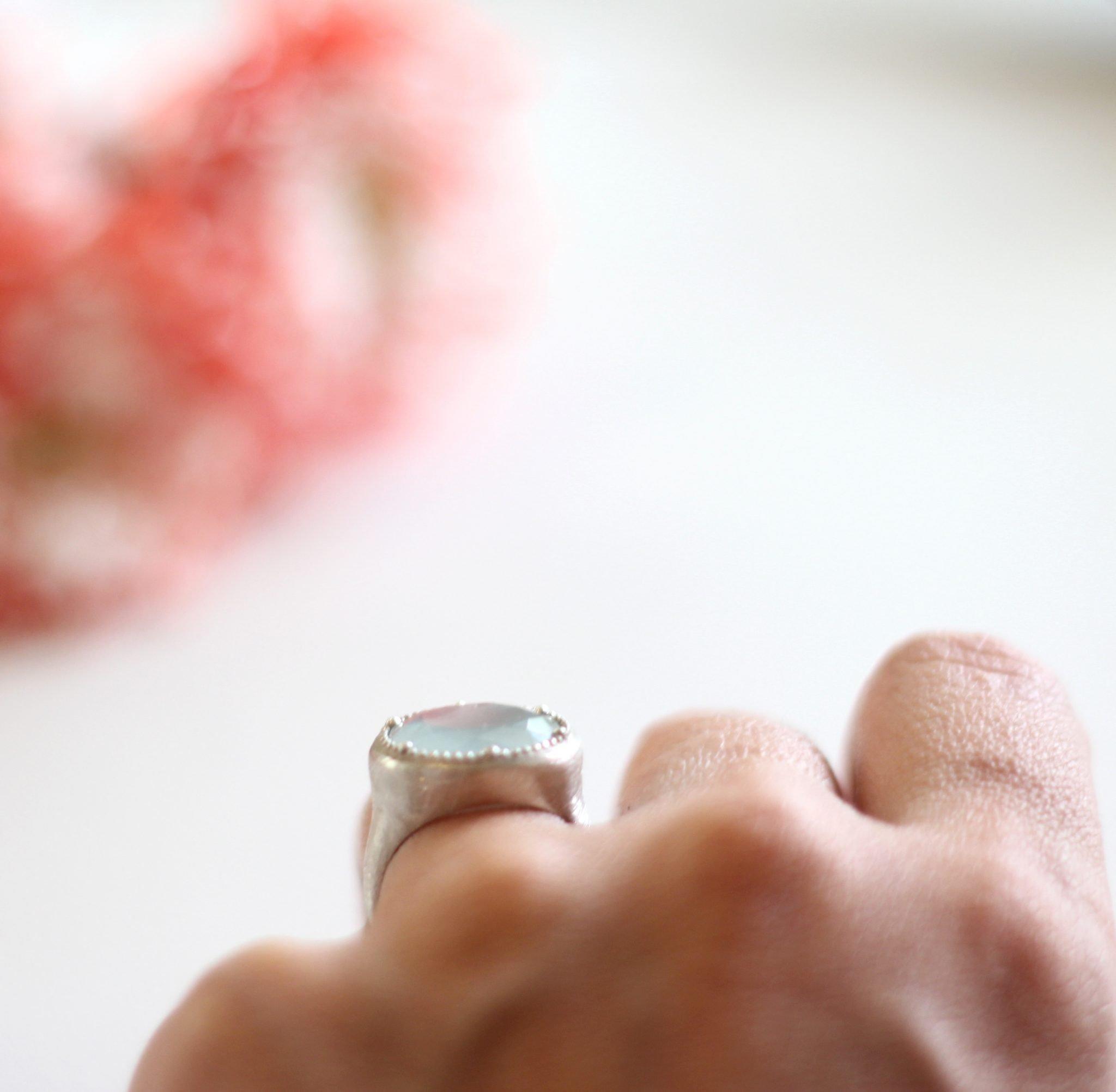 טבעת חותם עם אבן