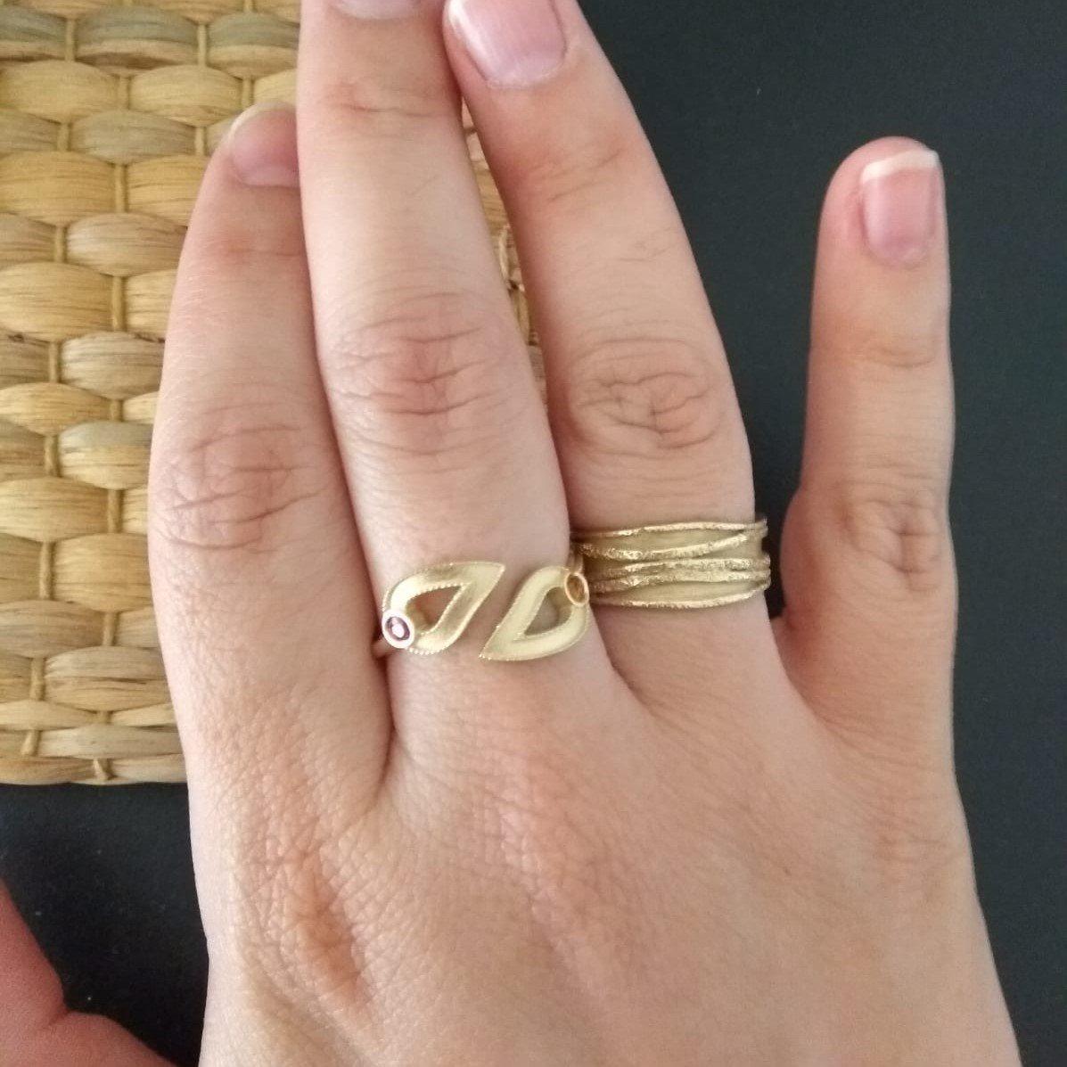 טבעת זהב עם אבני לידה