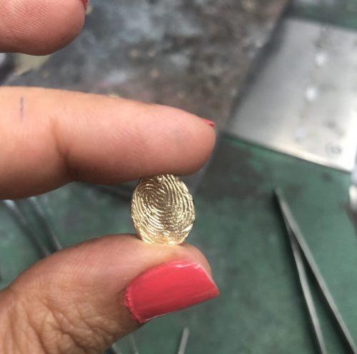 טביעת אצבע מזהב