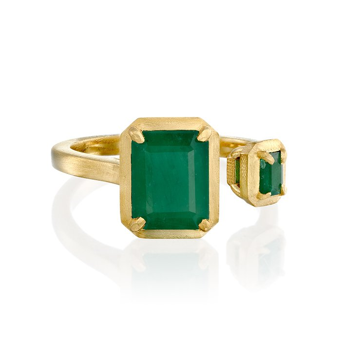 טבעת זהב עם אבני אמרלד