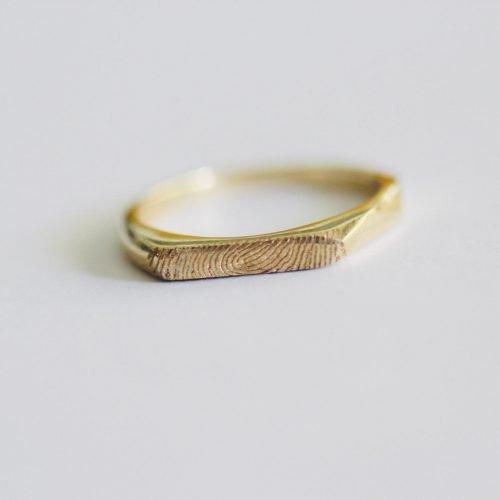 טבעת עם טביעת אצבע